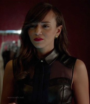 Ashley's black leather collared dress and gold pyramid earrings on Revenge