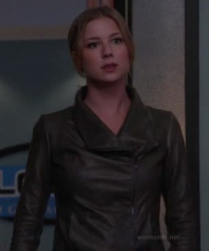 Emily's dark grey leather moto jacket on Revenge