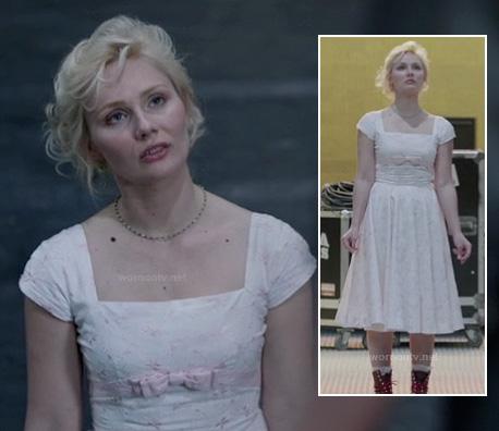 Scarlett's white dress with pink bow on Nashville