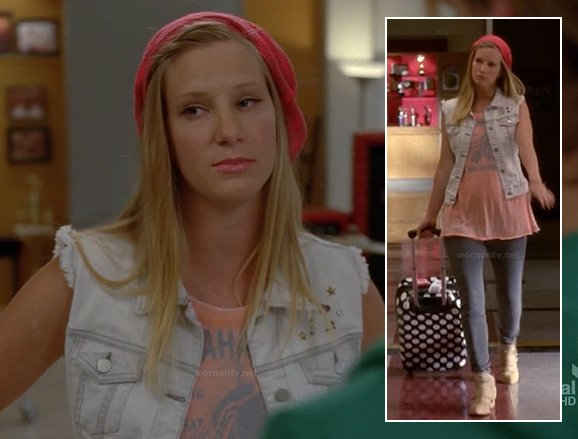 "Brittany's ""Tallahassee"" tee, denim vest, pink beret and polka dot bag on Glee"