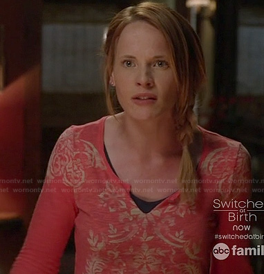 Daphne's pink damask print henley top on Switched at Birth