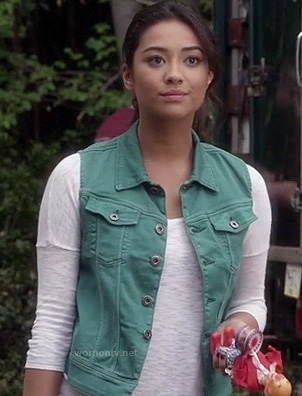 Emily's teal green denim vest on PLL