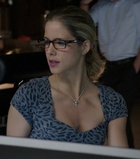 Felicity's grey printed cap sleeve dress on Arrow