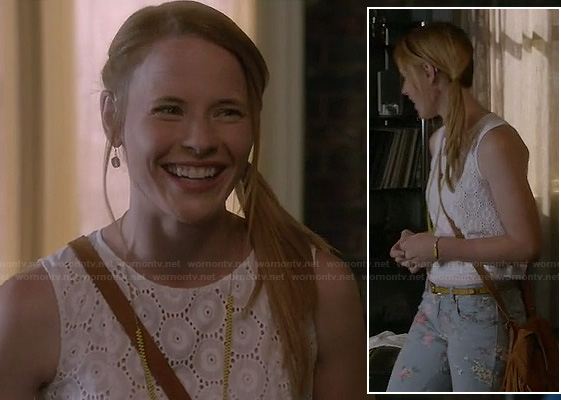 Daphne's white eyelet circle top and floral jeans on Switched at Birth