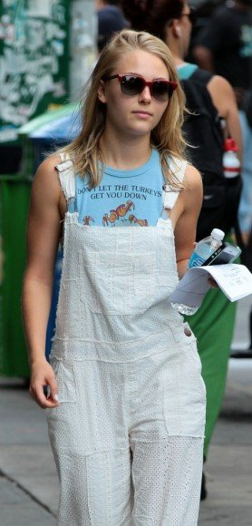 Carrie's white eyelet overalls on The Carrie Diaries