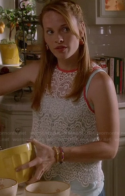 Daphne's white crochet top with pink trim on Switched at Birth