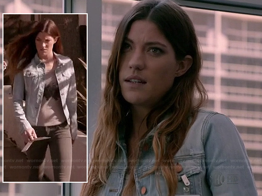 Debra's light wash denim jacket on Dexter