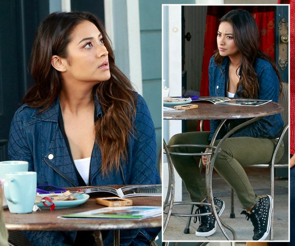 Emily's denim moto jacket and leather studded chuck taylor sneakers on Pretty Little Liars
