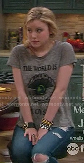 "Lennox''s grey ""The World is an oyster"" tshirt on Melissa and Joey"