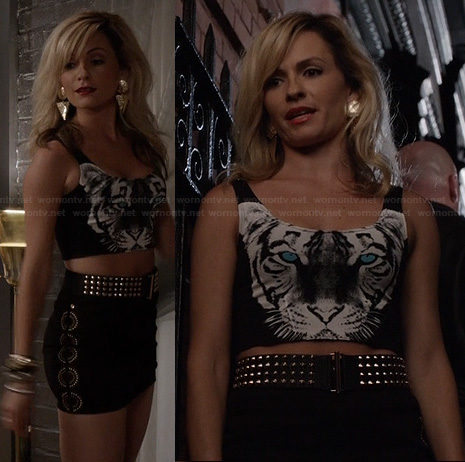 Samantha's tiger crop top on The Carrie Diaries