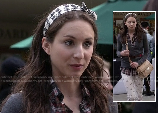 Spencer's bicycle print headband and jeans on Pretty Little Liars