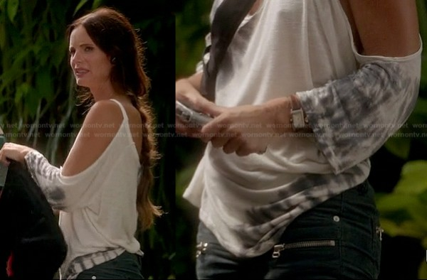 Fiona's zip pocket jeans on Burn Notice