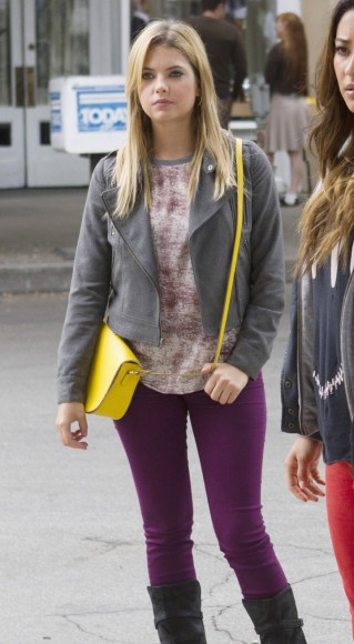 Hanna's purple jeans and yellow bag on PLL