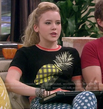 Lennox's pineapple top and blue polka dot jeans on Melissa and Joey
