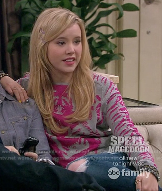 Lennox's grey and pink tiger sweater on Melissa and Joey
