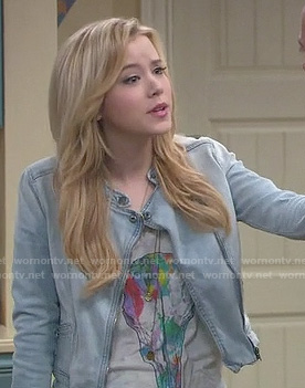 Lennox's multicolored skull tee and denim jacket on Melissa and Joey