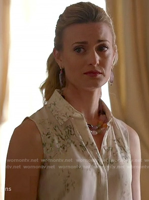 Paige's white sleeveless shirt with green print on Royal Pains