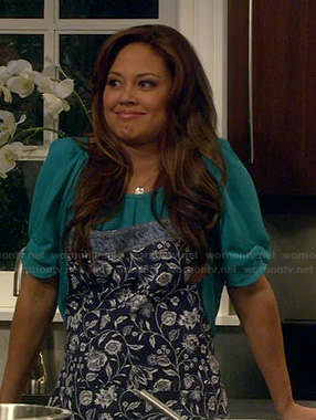 Vanessa Lachey's blue floral apron on Dads