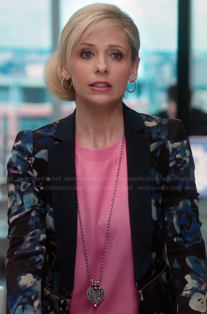 Sydney's blue floral blazer and pink blouse on The Crazy Ones
