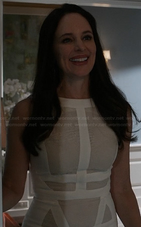 Victoria's beige and white paneled dress on Revenge