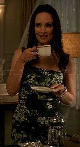 Victoria's black and green floral print dress on Revenge