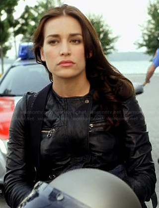 Annie's black leather moto jacket on Covert Affairs