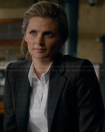Beckett's white zip-front shirt and scalloped edge blazer on Castle