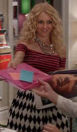 Carrie's black and white diamond print skirt and pink striped crop top on The Carrie Diaries