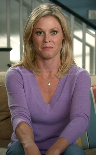 Claire's purple v-neck sweater on Modern Family