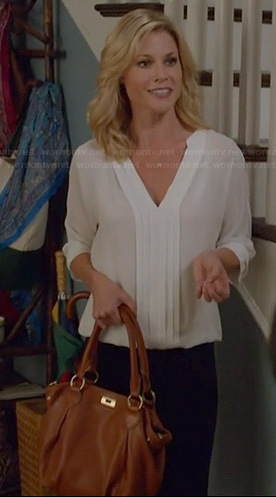 Claire's white pleat front blouse on Modern Family