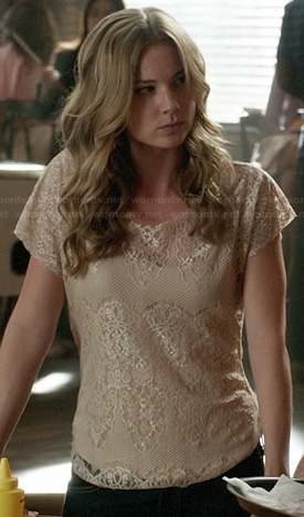 Emily's beige lace top on Revenge