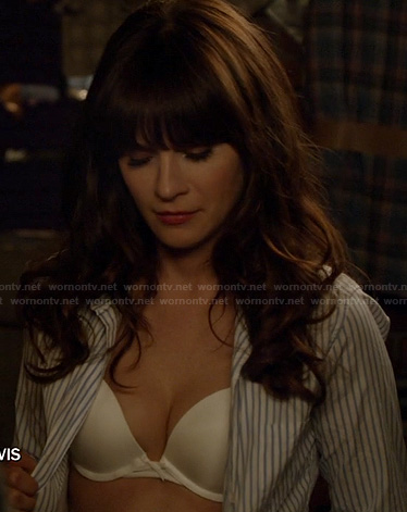 Jess's white bra on New Girl