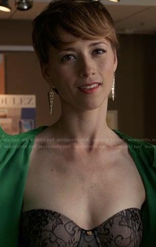 Margaux's black lace strapless bra on Revenge