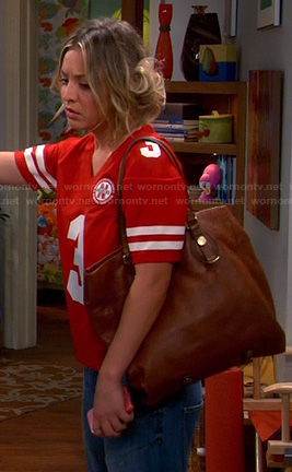 Penny's tan tote bag on The Big Bang Theory