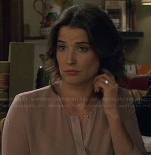 Robin's beige button blouse on HIMYM