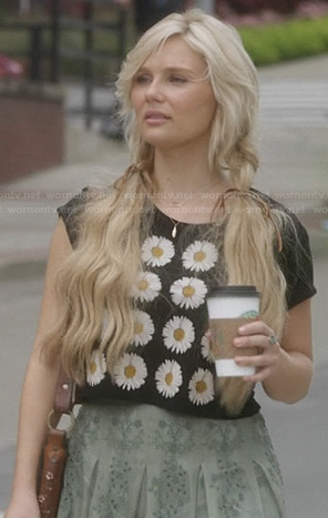 Scarlett's daisy flower crop top on Nashville