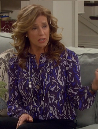 Vanessa's blue and white printed top on Last Man Standing