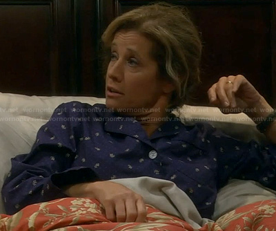 Vanessa's navy blue floral print pajamas on Last Man Standing