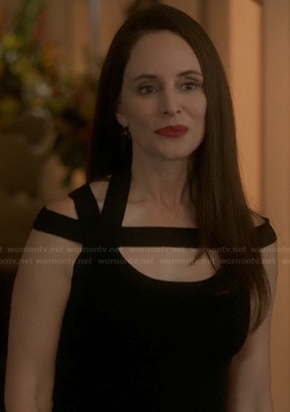 Victoria's black dress with cutout strap detail on Revenge