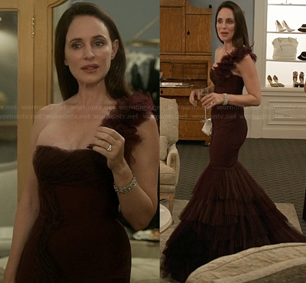 Victoria's burgundy gown on Revenge