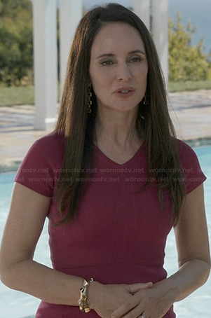 Victoria's fuchsia short sleeve dress on Revenge