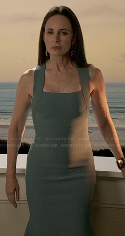 Victoria's slate blue bodycon dress on Revenge