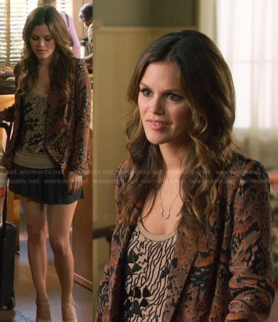 Zoe's beige beaded top, brown printed blazer and horse shoe necklace on Hart of Dixie