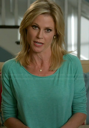 Claire's aqua green sweater on Modern Family