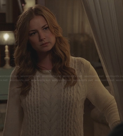 Emily's white cable knit sweater on Revenge