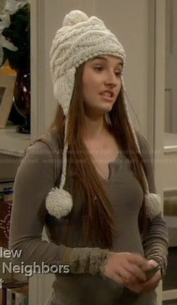 Eve's green thermal tee and pom pom beanie on Last Man Standing