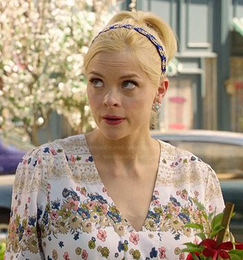 Lemon's white floral v-neck dress and blue beaded headband on Hart of Dixie