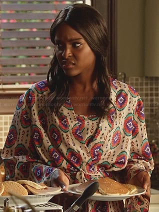 Lynly's patterned robe on Hart of Dixie