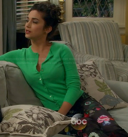 Mandy's kelly green cardigan on Last Man Standing