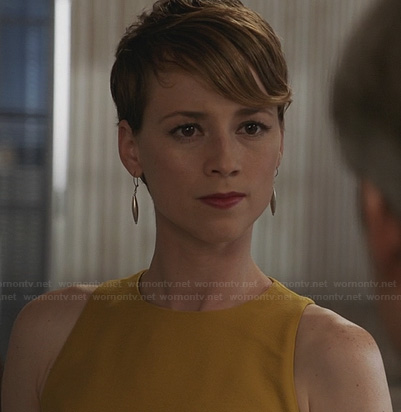 Margaux's yellow dress on Revenge